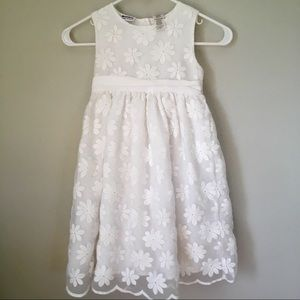 Gorgeous white formal dress; Blueberi